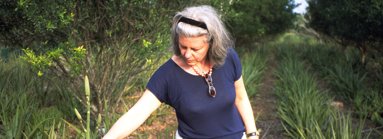 Gründerin Frau Margot Esser in einem Anbaugebiet