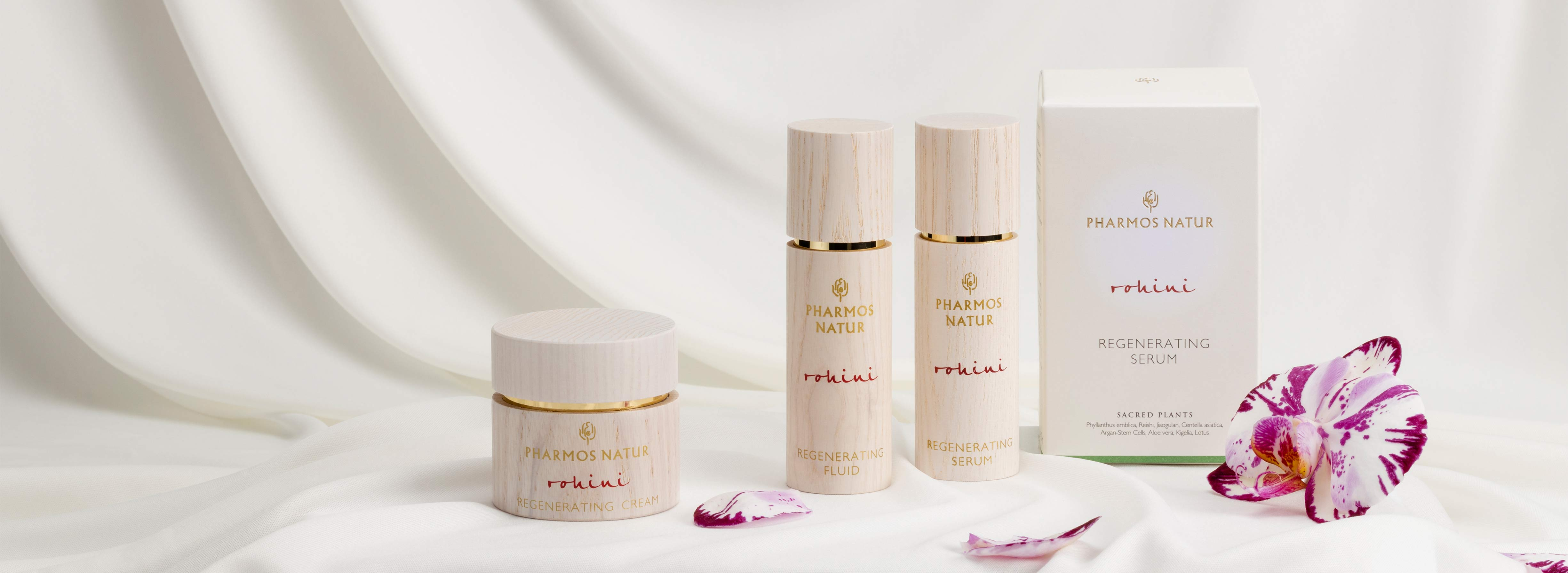 Produktlinie Rohini mit Serum, Fluid, Cream vor weißem Tuch