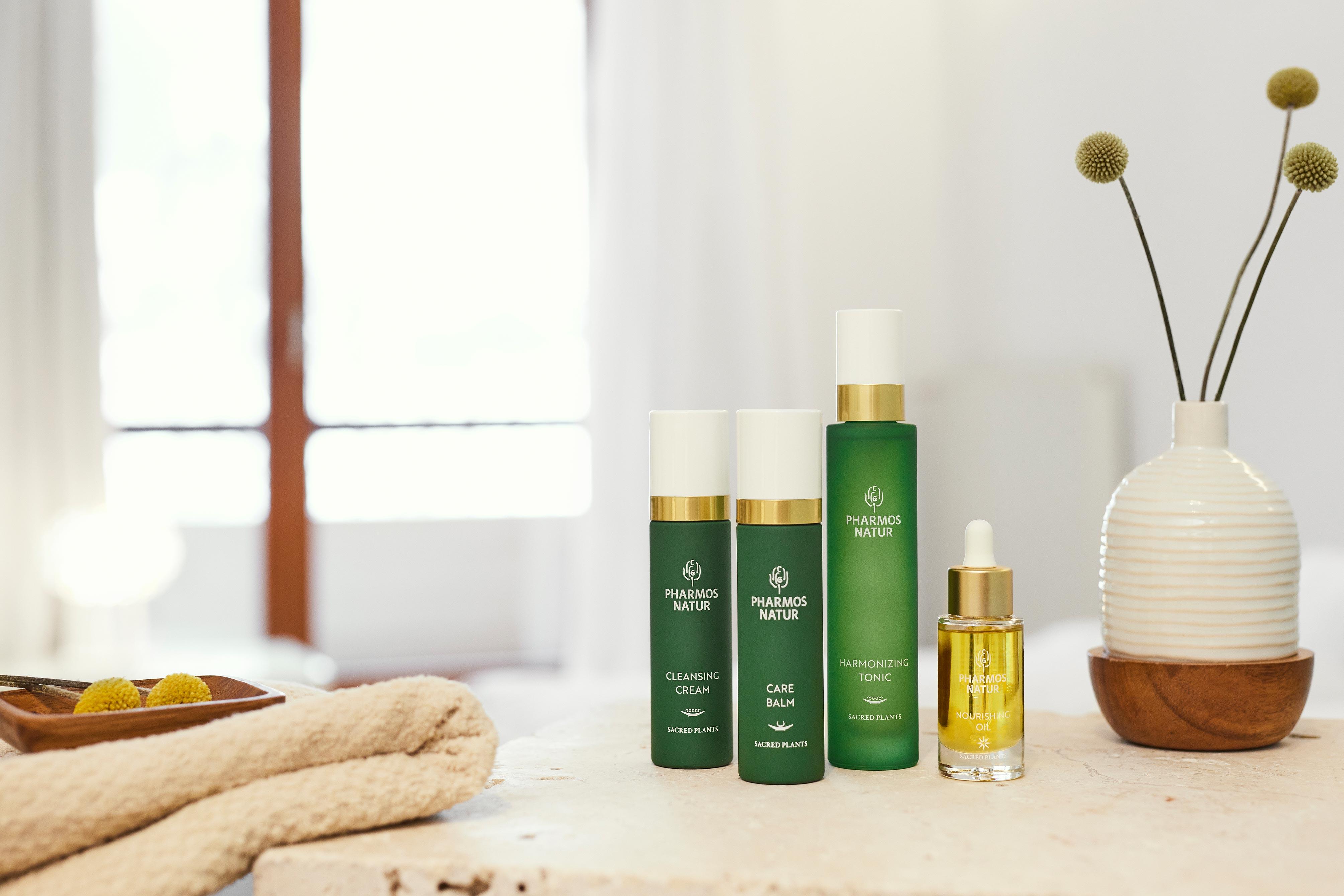 Produkte für trockene Haut mit Cleansing Cream, Care Balm und Harmonizing Tonic