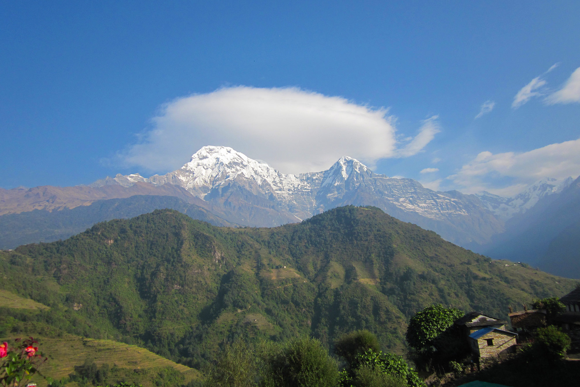 Berglandschaft mit blauem Himmel