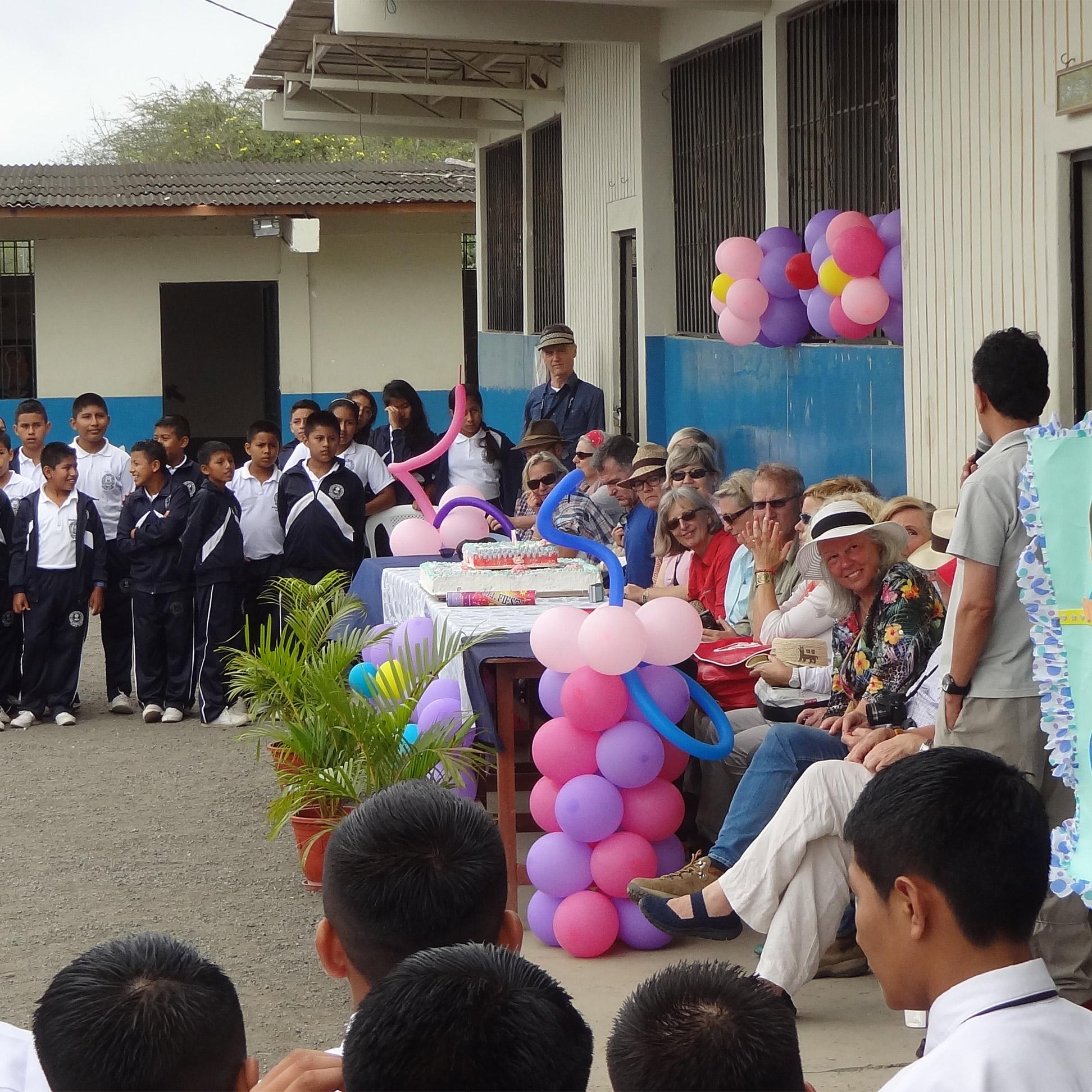 Ein Schulfest in Nepal zur Eröffnung der neuen Schule