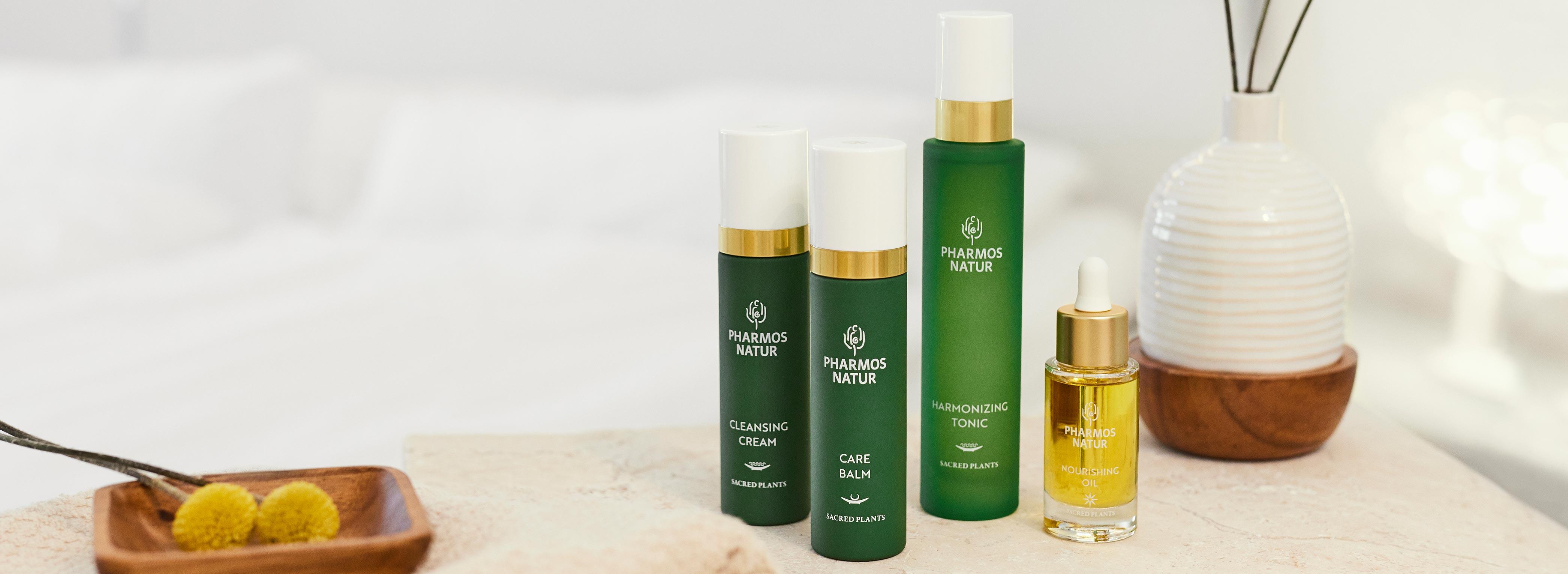 Pharmos Natur Produkte für den Hauttyp trockene Haut mit weißem Hintergrund