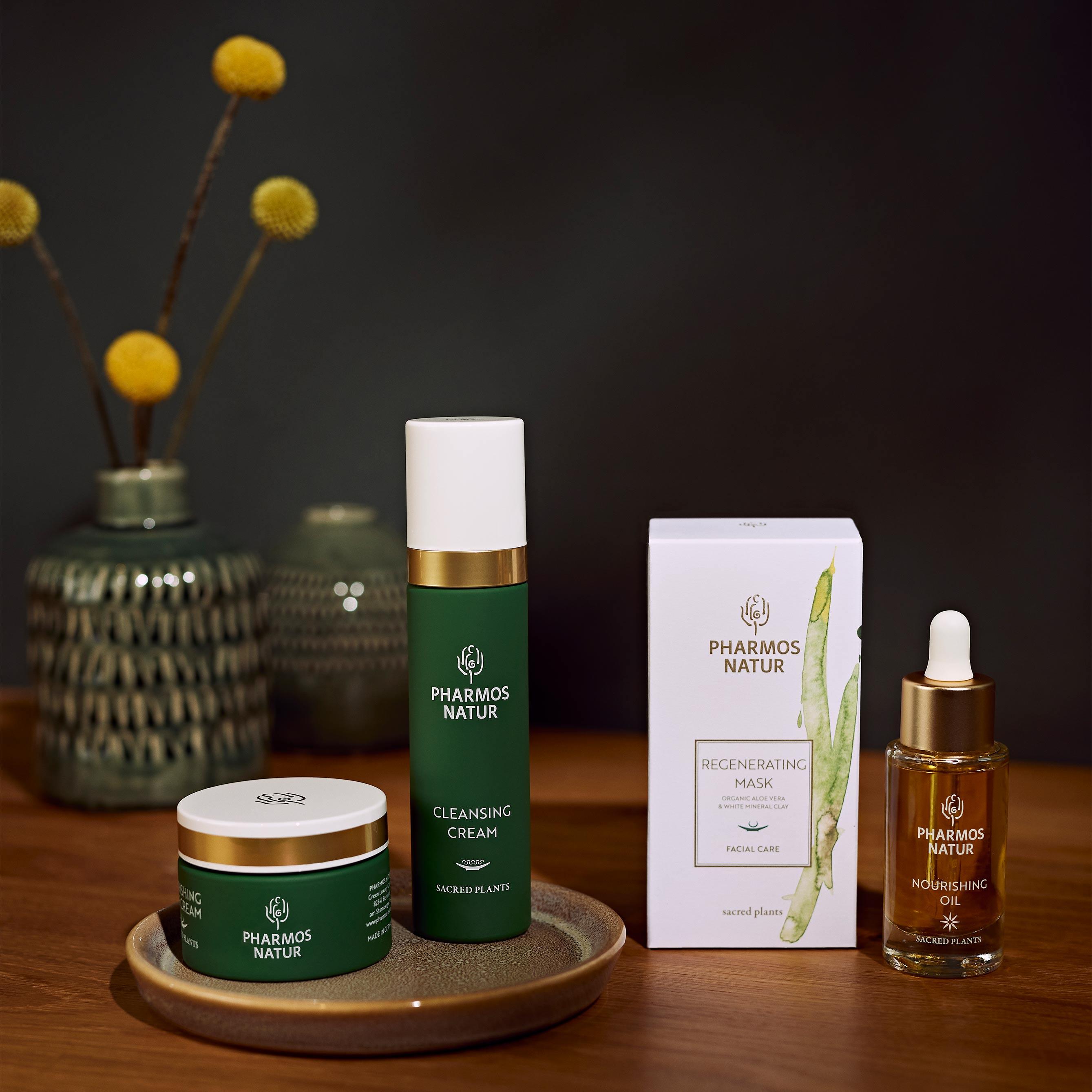 Drei Pharmos Natur Produkte für trockene Haut dunkles Bild