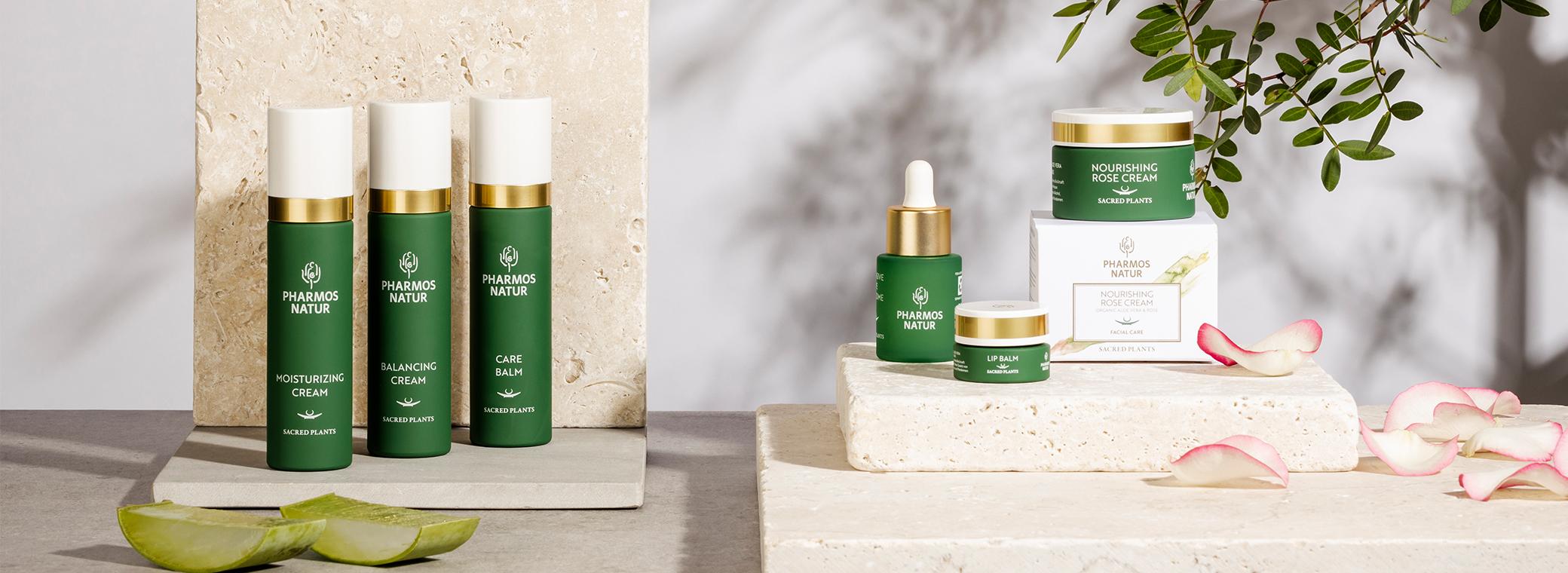 Produktabbild: sechs verschiedene, dunkelgrüne Facial Care Produkte abgebildet
