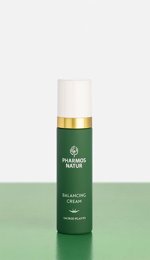 Grüne Balancing Cream Produktbild mit Verpackung